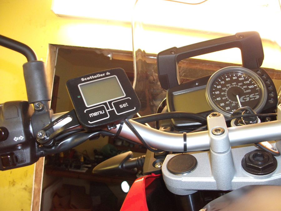 Scottoiler eSystem Display on a BMW G650GS